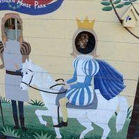 「きれいな庭のある馬の施設」の画像